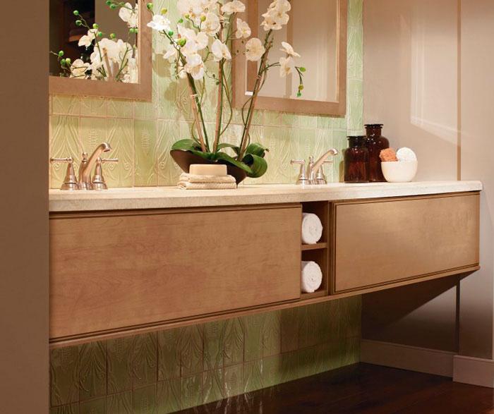 light_maple_cabinets_in_contemporary_bathroom_4.jpg
