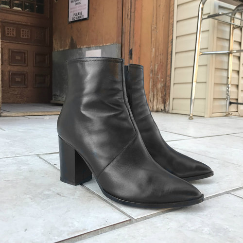 Black Boots with Zipper In Front