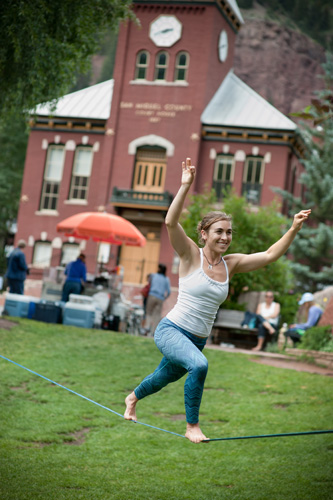 Copy of https://www.dropbox.com/s/8uxr3spedgl9ctq/Chelsey%20Slackline%20Courthouse.jpg?dl=0