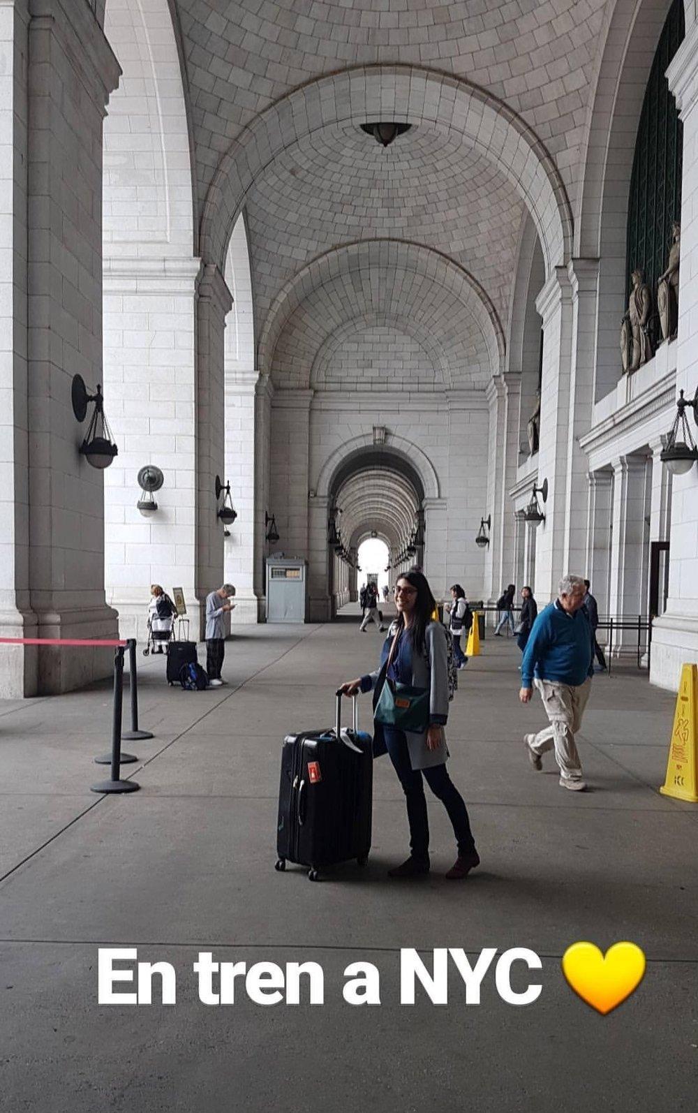 El programa comenzó con una semana de entrenamiento en Washington. Después de eso, cada becario va a la ciudad donde trabajará. Casi todos se fueron en avión, ¡a mi me tocó ir en tren!