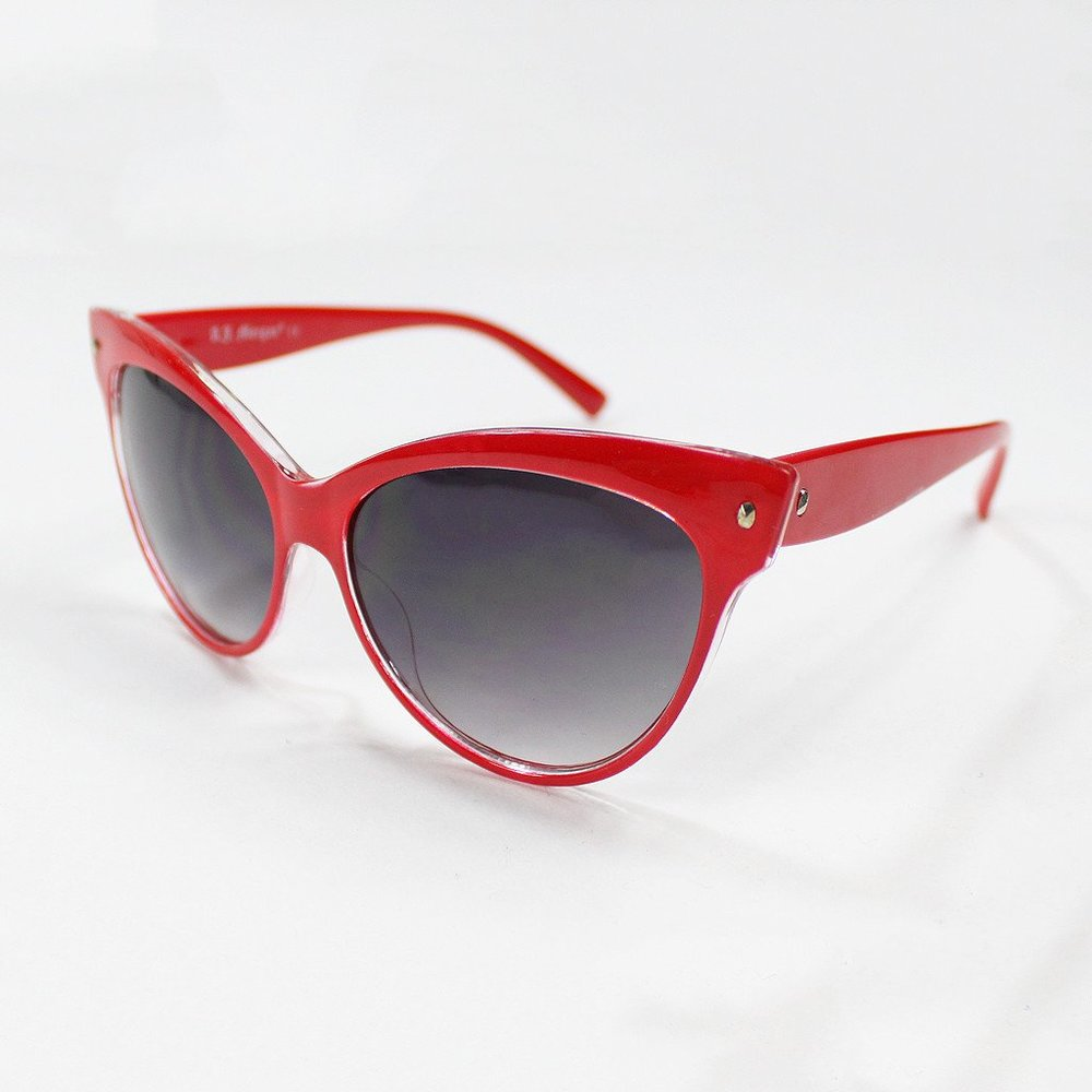Image source : https://www.hellomerch.com/collections/oui-fresh/products/patsy-sriracha-sunnies