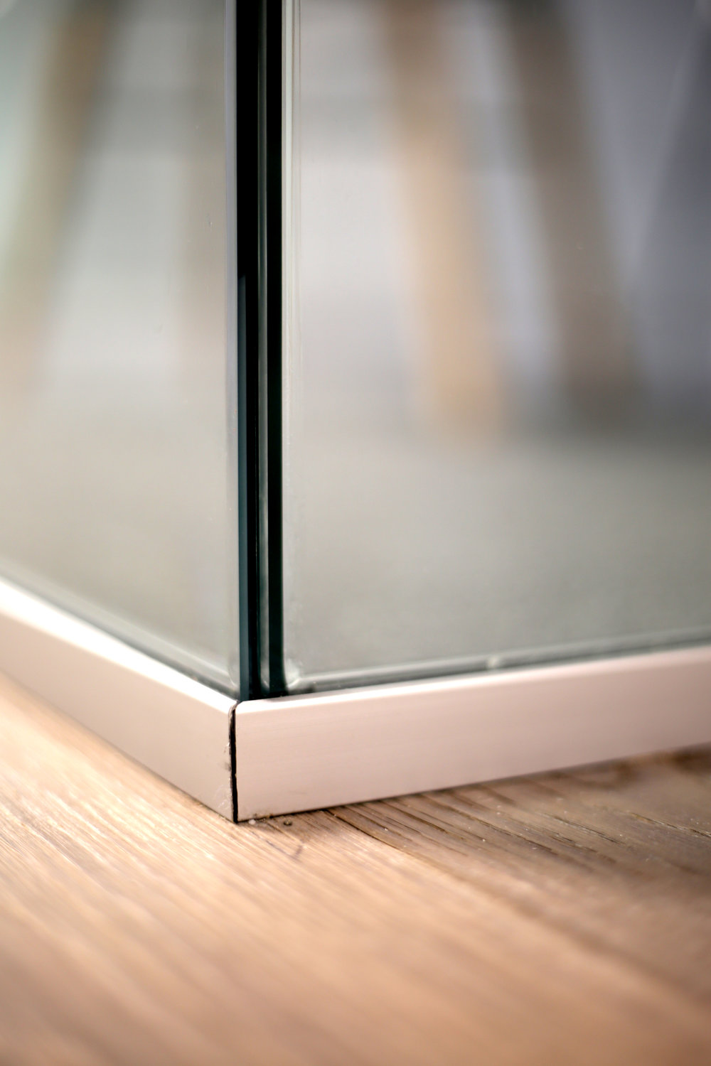 Illume Frameless Glass Office Corner Detail - Spaceworks AI.jpg