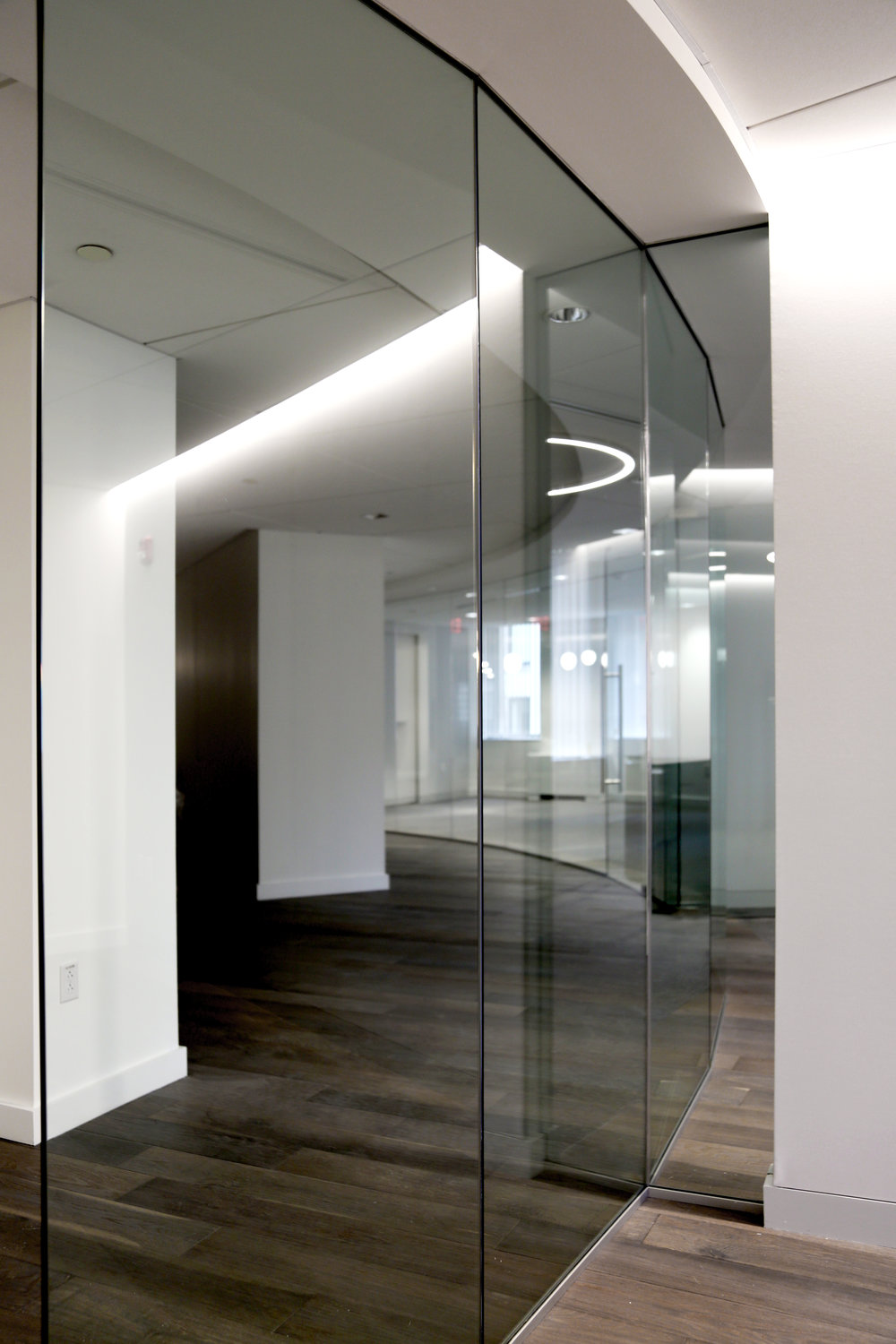 Illume Frameless Glass Wall Curved - Spaceworks AI.jpg