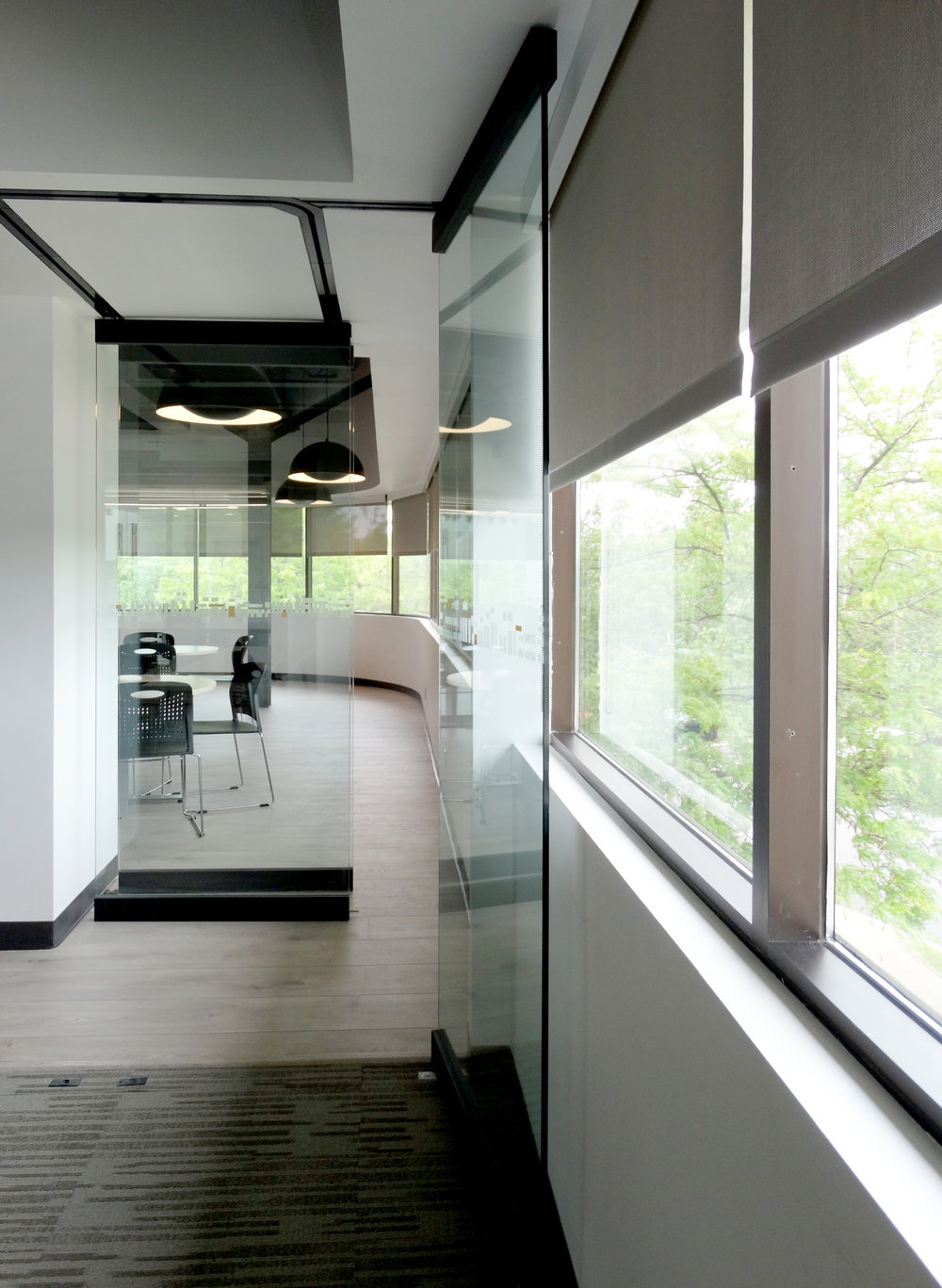 Illume Frameless Glass Sliding Stacking Wall - Spaceworks AI.jpg