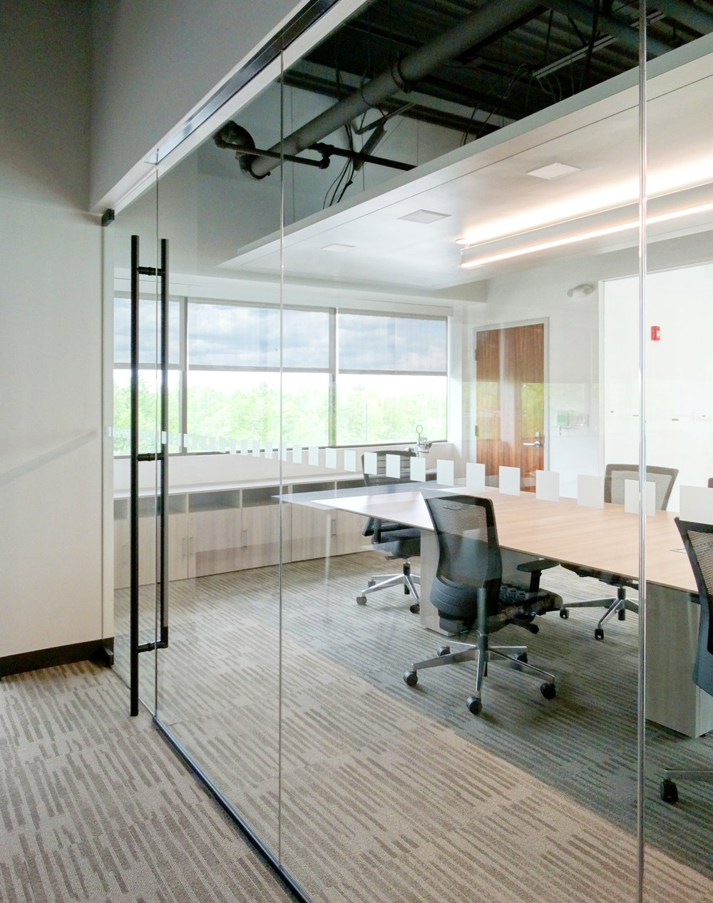 Illume Frameless Glass Wall Black Anodized - Spaceworks AI.JPG