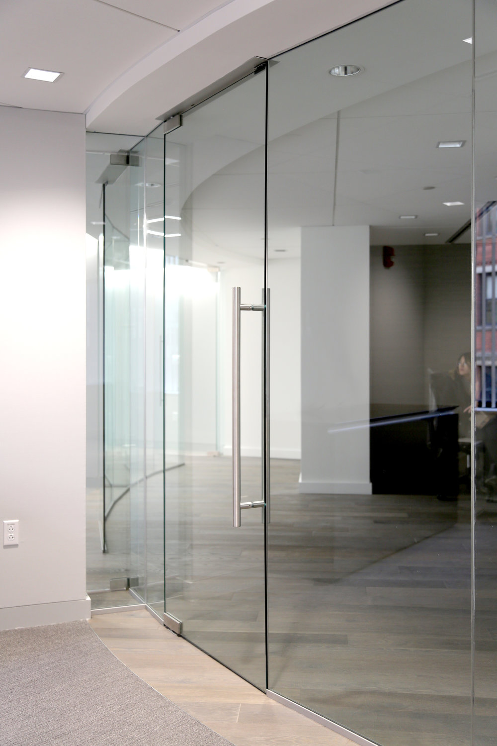 Illume Frameless Glass Office Curved - Spaceworks AI.jpg