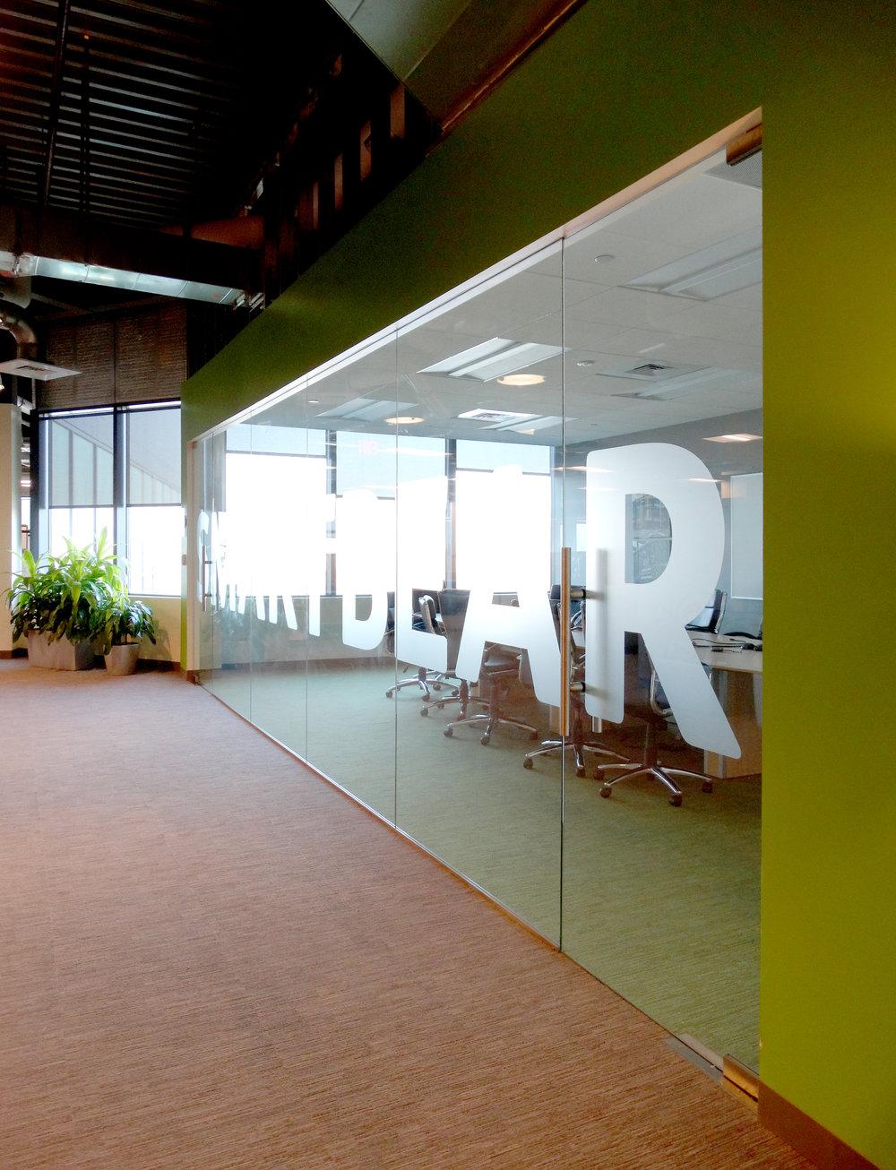 Illume Frameless Glass Conference Room - Spaceworks AI (2).jpg