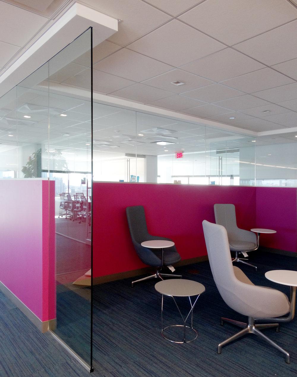 Illume Frameless Glass Huddle Area - Spaceworks AI.jpg