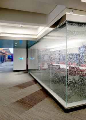 JPG Illume Frameless Glass Wall Corner Turn