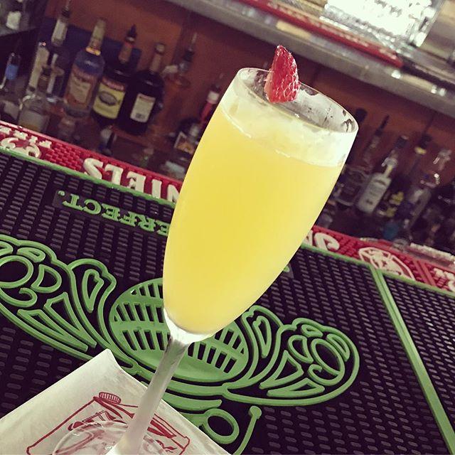 Sunshine and Champagne ☀️🍾#echotapandgrille#sundayvibes#brunchclub#brunchsundays#brunchnj#brunchwithus#champagne#mimosas#bellini#chickenandwaffles#vegetarian#vegan#foodislife#mountainsidenj #clarknj#unioncounty
