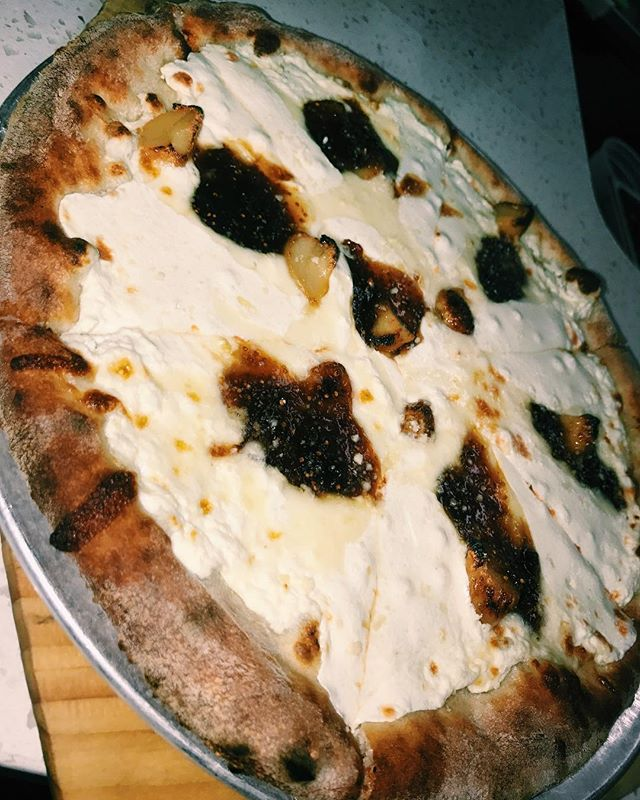 Now that you have seen this delicious post you have no excuse not to come to @echotapandgrille on Thursday for our very own CHEAT NIGHT starting at 6:30 PM🍕🍷🥂🍕 ! #pizza #wine #wineanddine #everybodylovespizza #mouthwateringfood #fig #mozzy #mountainside #scotchplains #newjersey #echotapandgrille #enjoylife #yolo #cheatnight