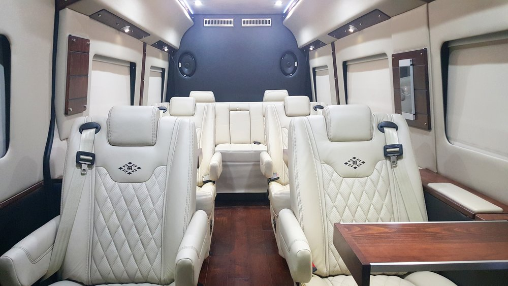 MD Travel Lounge B Sprinter, with Lt Parchment and Black Ink Interior, and Deep Walnut Trim