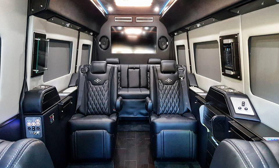 MD Exec Lounge Platinum B with Black Ink and Lt Silver Interior