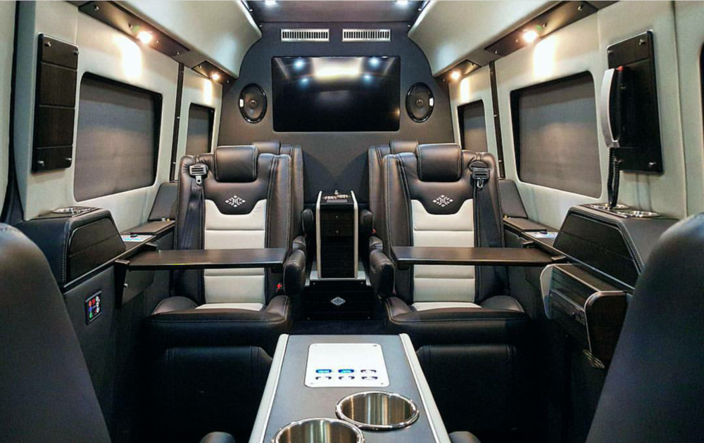 Exec Lounge Gold with Dark Graphite / Lt Silver Interior