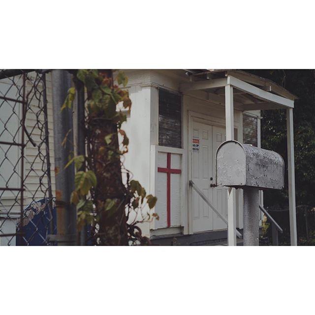 day 43 of 40 the neighborhood . . . .  #thebluff #church #red #boardedup #abandon #reshoots #atlanta #makingmovies #setlife #vsco #vscocam #georgia #filmgeorgia #traveljob #panavision #dxl
