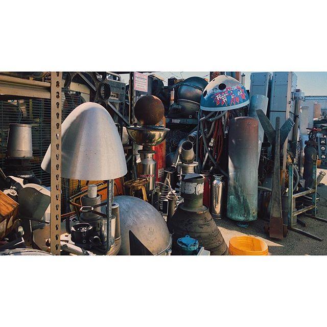 building a robot pt2 . . . . #robotstore #electronics #hollywood #shortfilm #props #robot #vsco #vscocam #losangeles #onemanstrashisanothermanstreasure