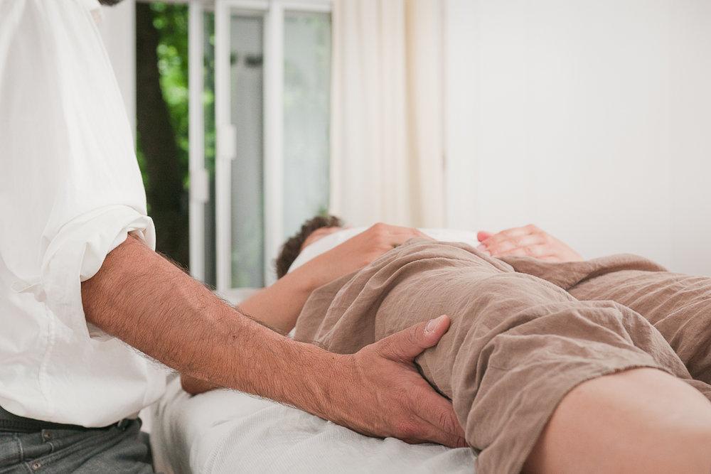 .... An osteopath helps tp restore balance, remove stress, and support vitality in the individual. .. Douleur, blessures, retour de chirurgie, inconfort physique, et stress font parties des indications qui pourraient bénéficier d'une séance ostéopathique. ....