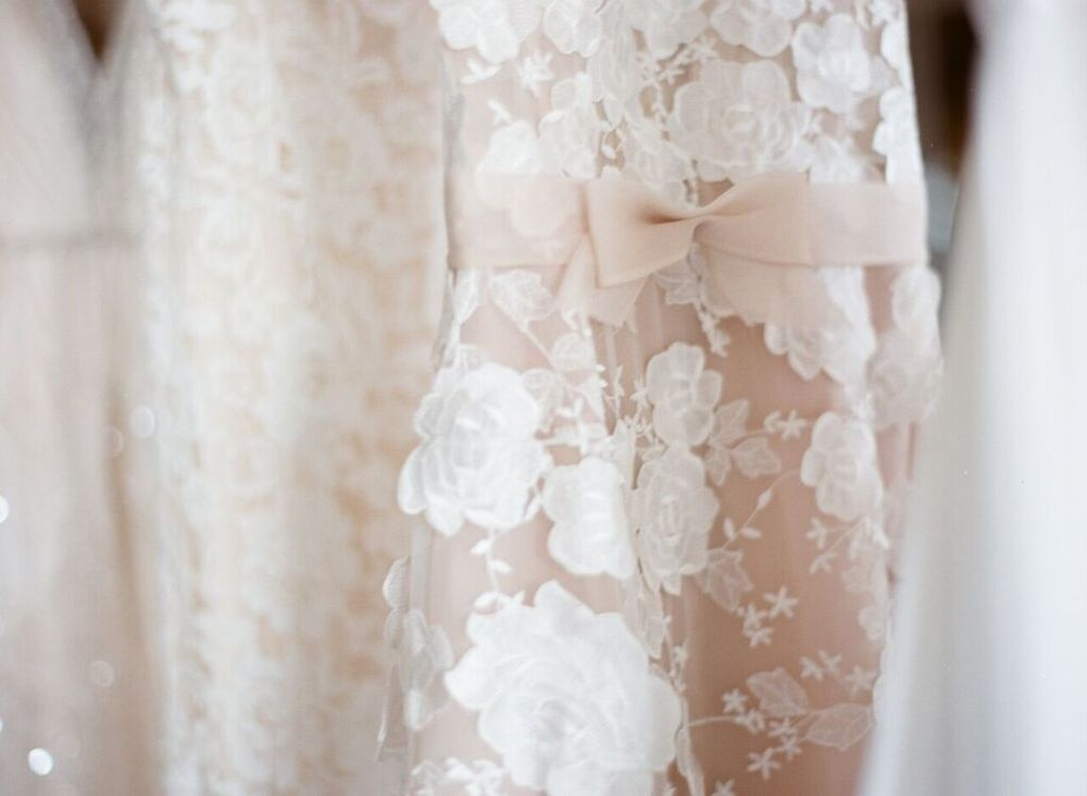 Delicate details of Mira Zwillinger Beatrice gown and Inbal Dror 12-05 | Designers | l'Atelier Couture