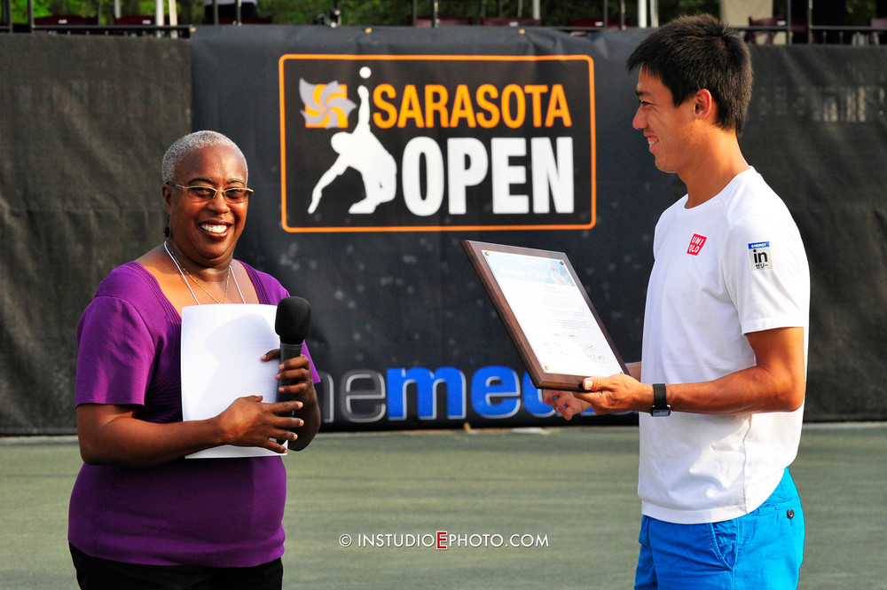 Kei receiving award.jpg