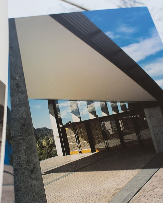 The verandah space intensifies the visitor's awareness of the serenity and power of the landscape. Arthur and Yvonne Boyd Education Centre, Riversdale, 1999. By Glenn Murcutt, Reg Lark, Wendy Lewin. . . . . . . . . #glennmurcutt #glennmurcuttmasterclass #architecture #architecturelovers #australianarchitecture #archidaily #design #designinspiration #book #glennmurcuttfolio #touchtheearthlightly #architect #book #sydneylocal #architecturebooks #australiandesign #arthurandyvonneboydeducationcentre #riversdale #reglark #wendylewin #verandah