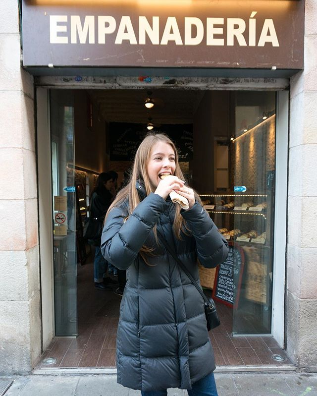 Day 170: The best part of Barcelona is the food. 🍴🇪🇸 We found this empanadería in the Gràcia neighborhood. The empanadas were so good that we went back for seconds. And there were so many flavors! Beef, spicy sausage, pear with goat cheese, apple cinnamon, and more that we couldn't fit in our stomachs. If you go to Barcelona, then DEFINITELY go here. #365daysoftravels