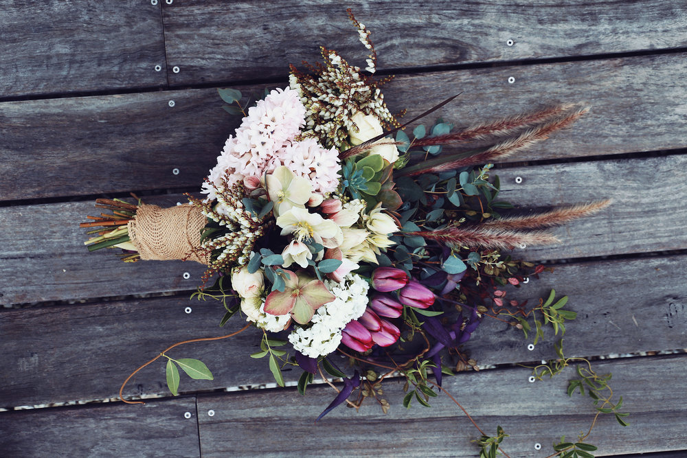 Bouquet shot - Timber slats backgroun.jpg