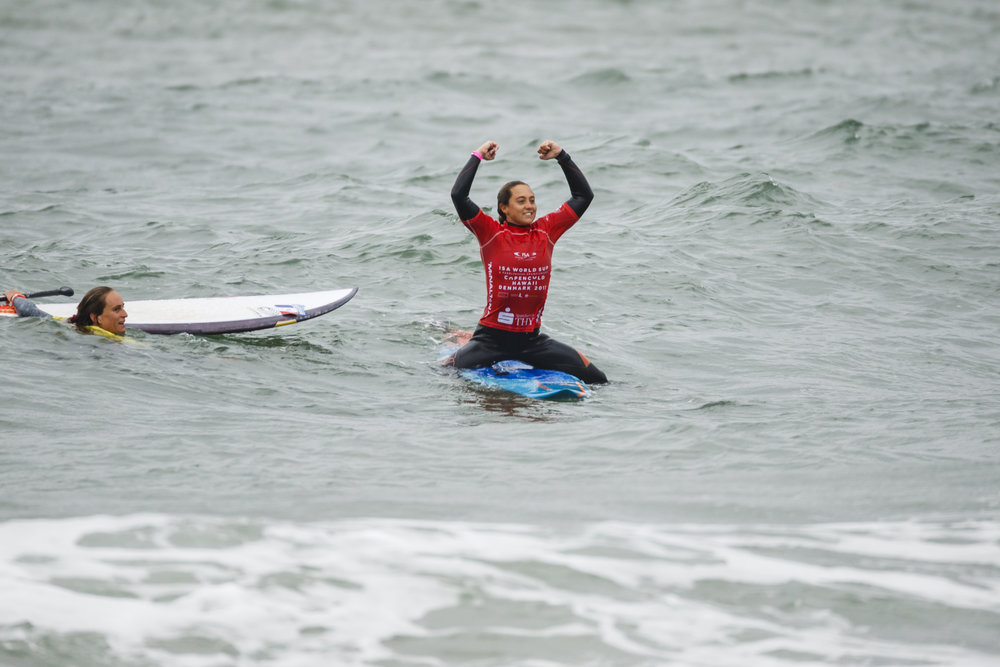 Australia's Shakira Westdorp claiming the Women's individual Gold Medal in SUP Surfing i Vorupør, Cold Hawaii.  Photo:  ISA / Ben Reed