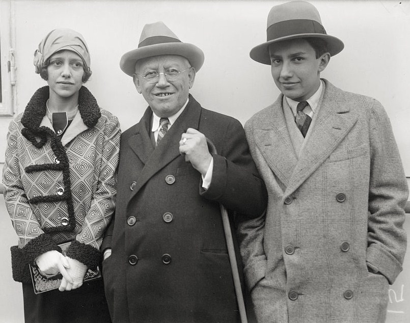 Carl Laemmle (center) Carl Laemmle Jr. and his sister Rosabelle, c. 1930