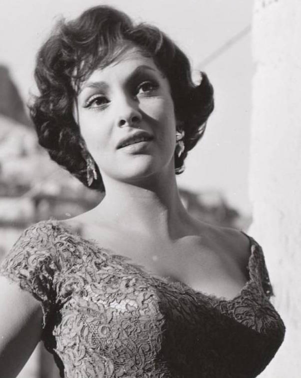 Gina Lollobrigida in the 1960s.jpg