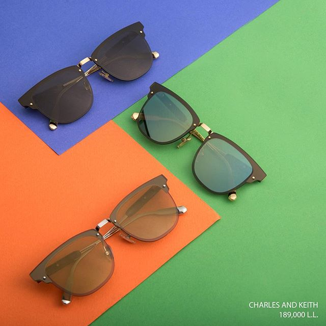 This timeless wayfarer style is flattering for ever face structure. You will not want to take them off. Head to Charles & Keith to try them out. (Store Locator link in bio)