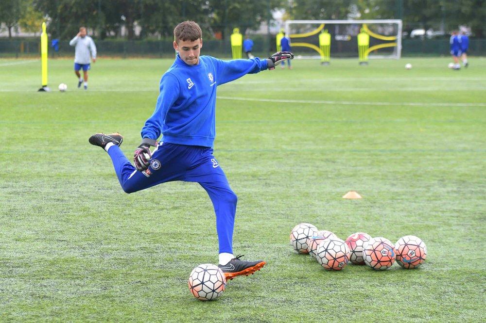 Chelsea-Goalkeeper-Kicking