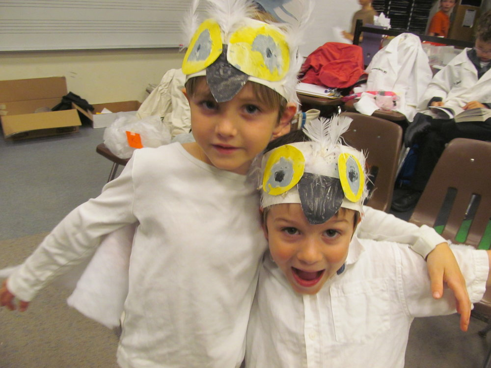Wild Journey 2 Kindergarteners snowy owls backstage.JPG