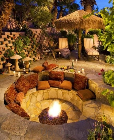 Outdoor Firepit design found on Pinterest, pinned from Woohome