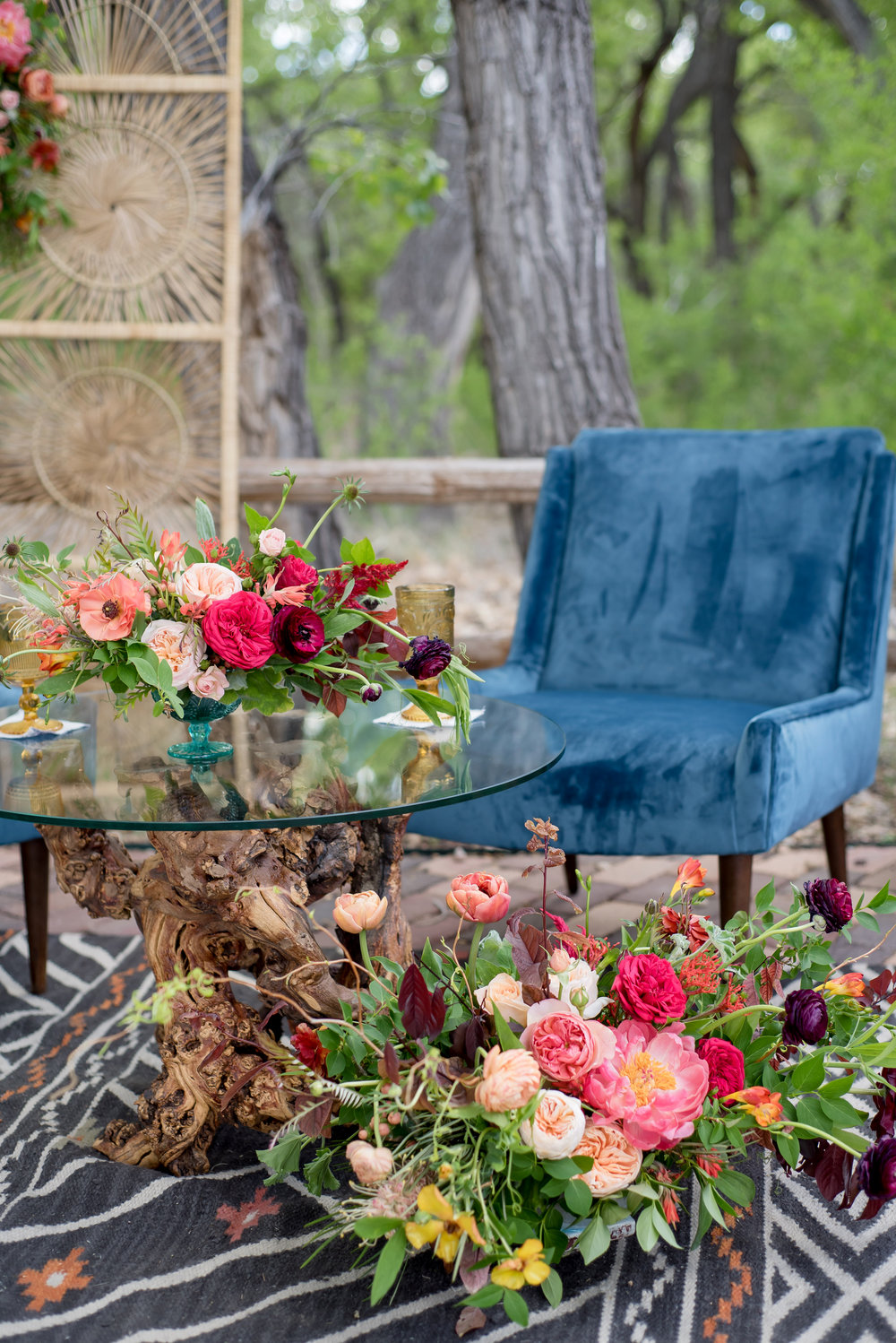 I am head over heels in looooooove with all of the gorgeous, lush florals that were included, and that knotted wood and glass side table??? To die for!!!