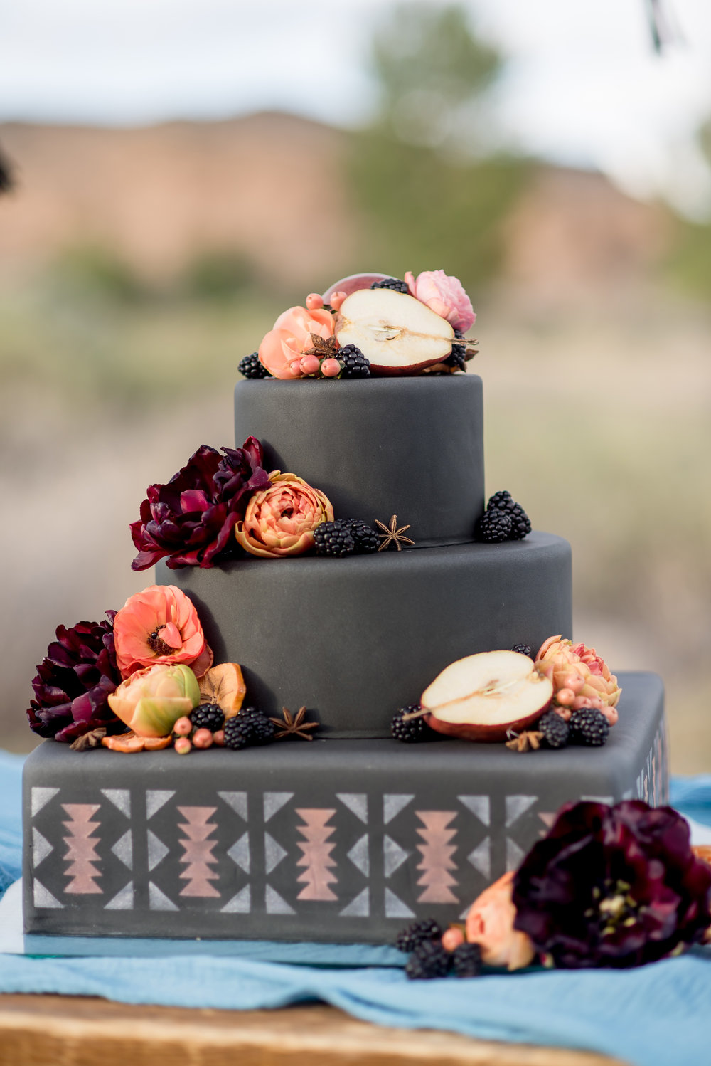 THIS. CAKE. GUYS. Black fondant forever!!!!
