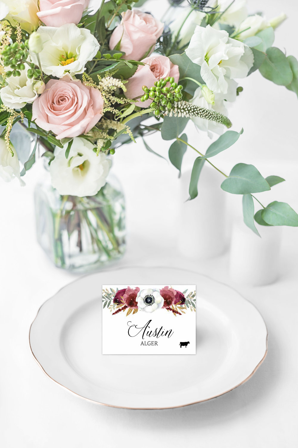 These folded place cards feature the guests' name, along with a meal indicator.