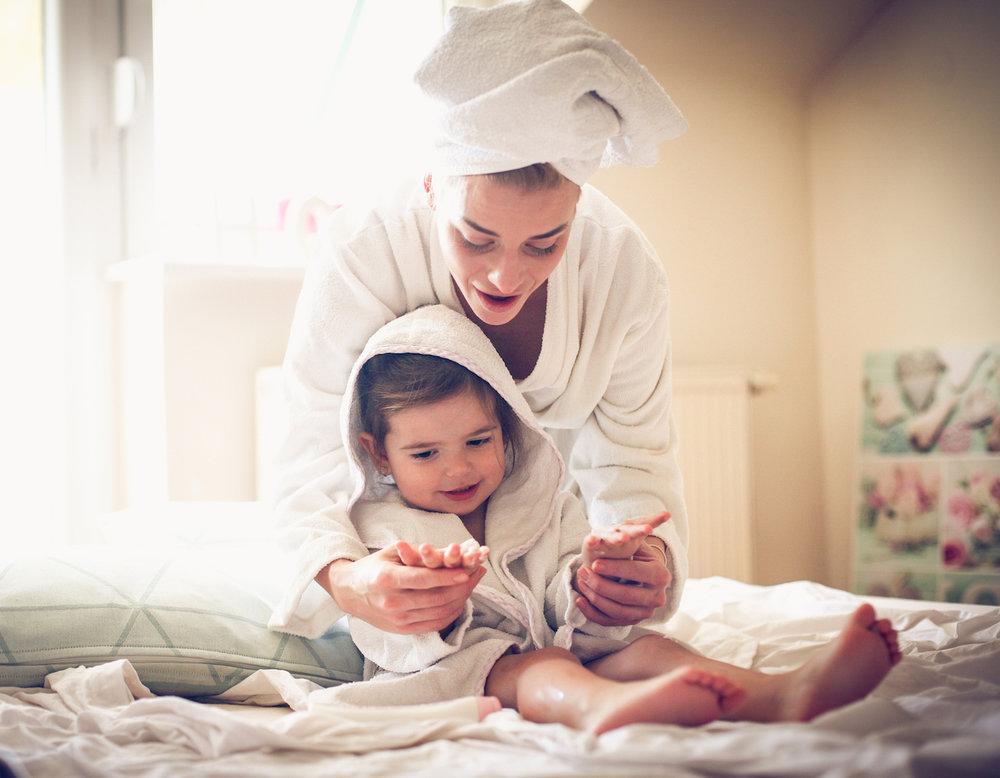 mother-daughter-bath-eczema-tips.jpg