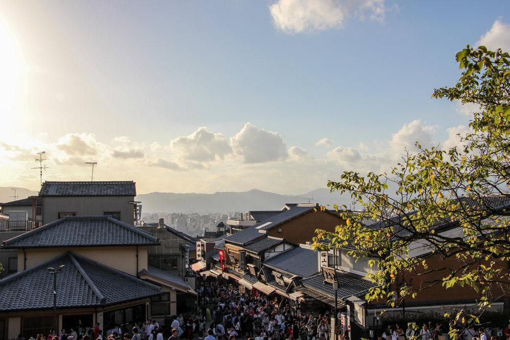 SANNENZAKA and NINENZAKA street, Kyoto, Japan, East Asia | DoLessGetMoreDone.com |