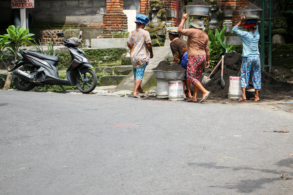 WOMEN, FEMALE, CONSTRUCTION WORKERS, BALI, INDONESIA, ASIA | DOLESSGETMOREDONE.COM |