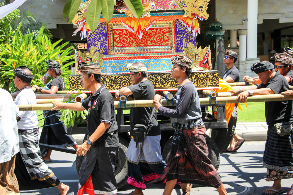 Funeral, death, religious ceremony, Bali, Indonesia, Asia | DoLessGetMoreDone.com |