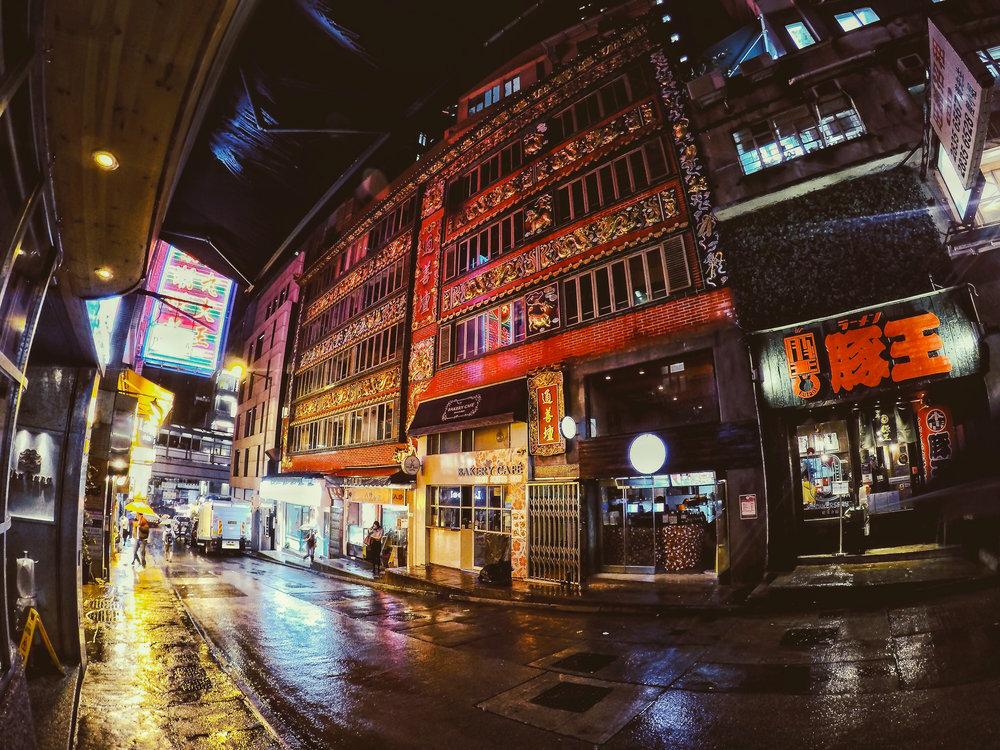 HONG KONG, HONG KONG ISLAND, nightlife, street photography, ASIA | DOLESSGETMOREDONE.COM |