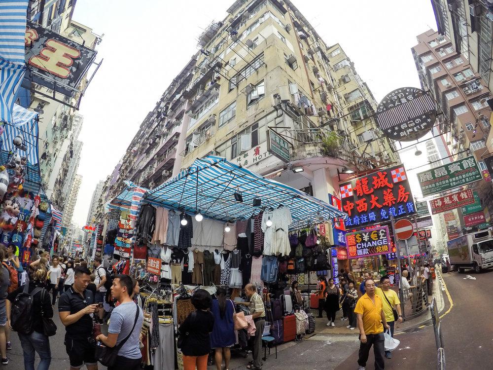 HONG KONG, KOWLOON, STREET PHOTOGRAPHY, SHOPPING STREET, ASIA | DOLESSGETMOREDONE.COM |