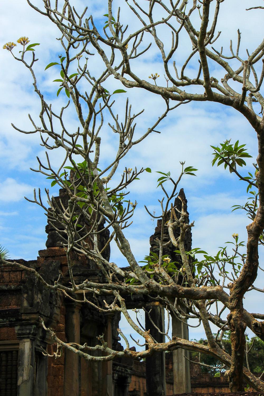 One Moment At A Time | Banteay Samre, Angkor, Siem Reap, Cambodia, Asia | DoLessGetMoreDone.com |