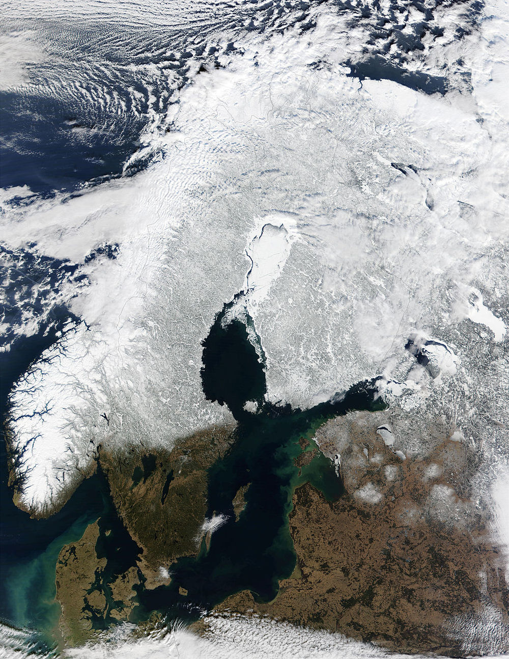 This satellite image (c. 2002) is a good reference for a) the difference in topography between Norway and Sweden, and b) the numerous lakes and rivers, formed through glacial processes.