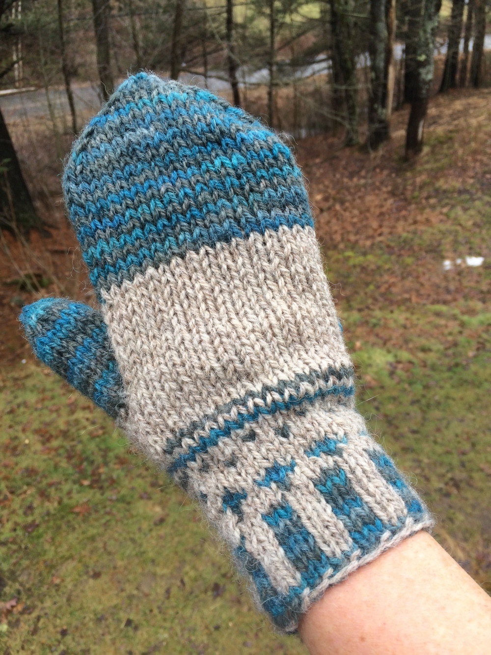 MIDCOAST MITTENS IN SPRUCE ISLAND COLORS