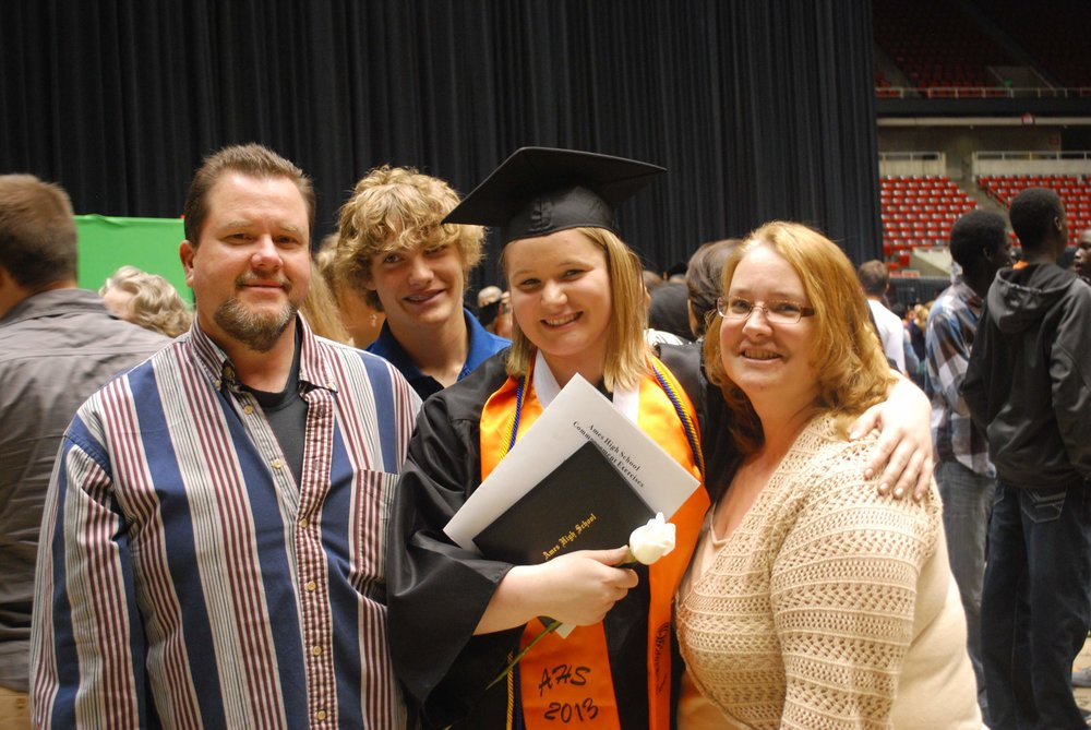 Chelsea Maxwell with her parents and brother at her high school graduation in 2013.