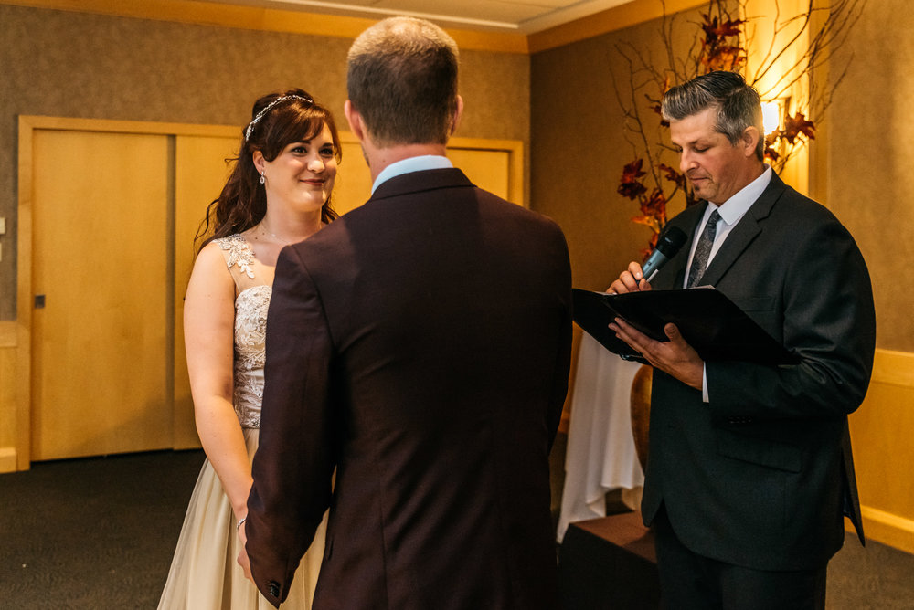 151058hollyburn_country_club_wedding_photographer17.jpg