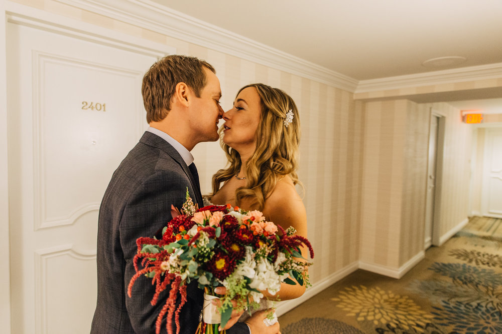 11-four-seasons-hotel-hallway-first-kiss.jpg