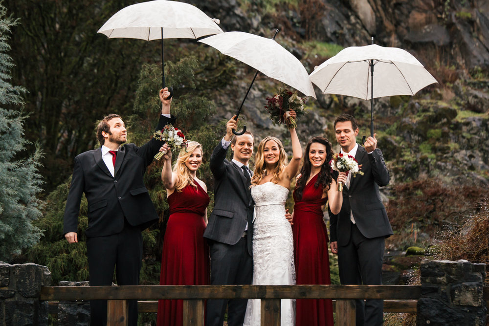 19-queen-elizabeth-park-qepark-wedding-party-umbrella.jpg