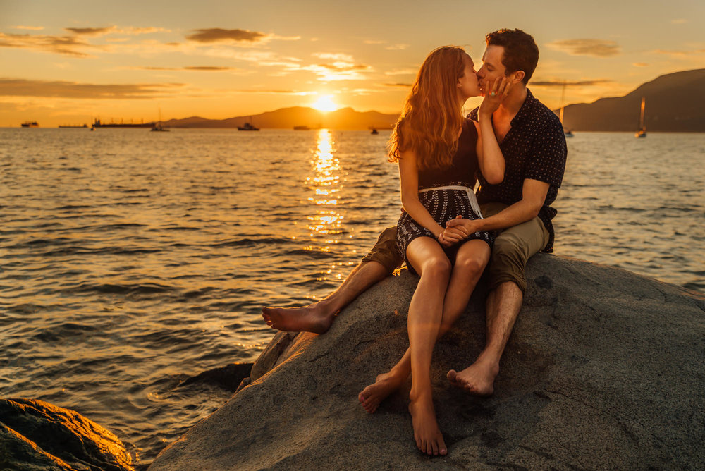 vancouver-engagement-photos-kitsilano-beach